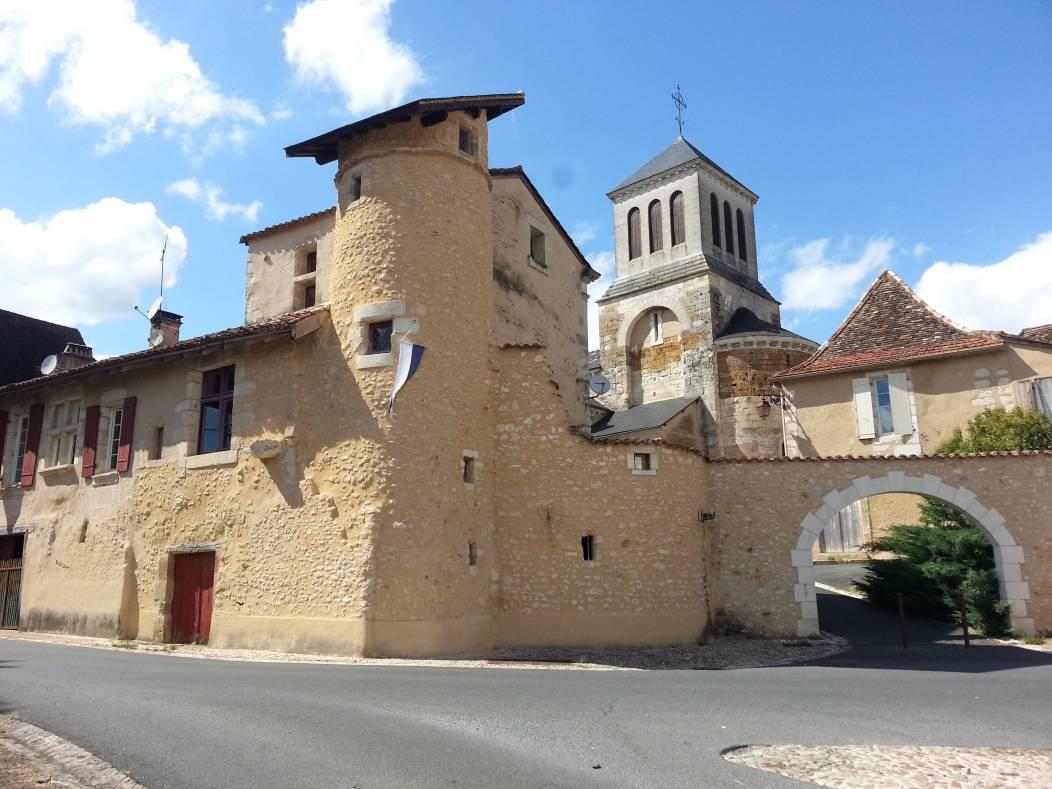Tour et église
